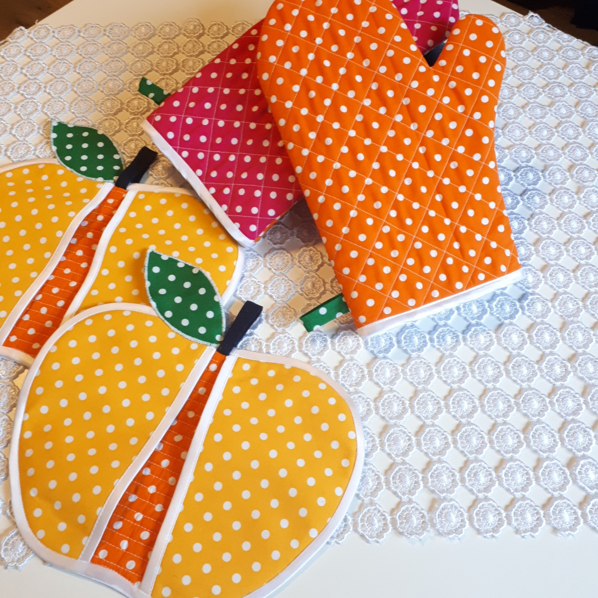 Forbidden fruit pot holders- sewing tutorial