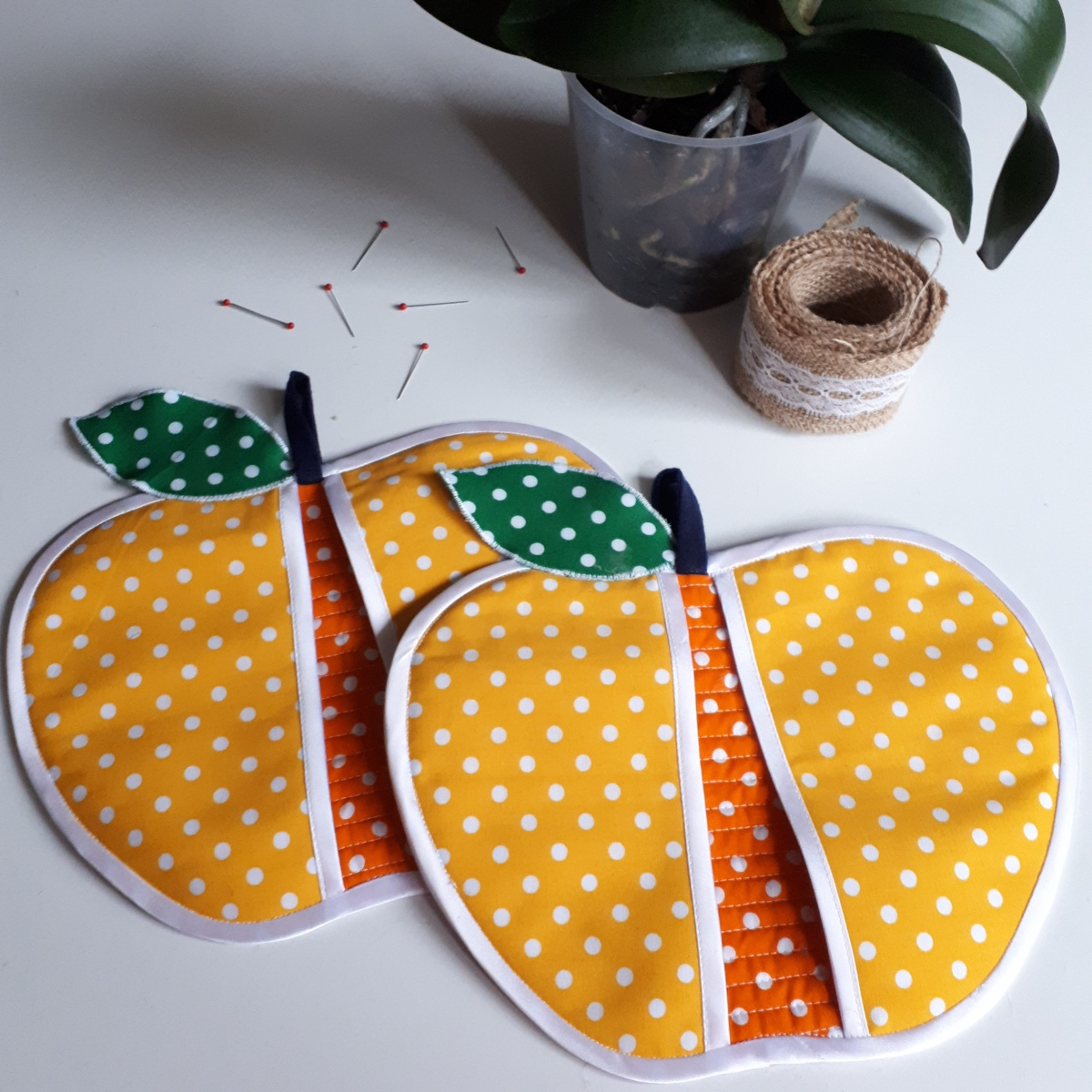 Forbidden fruit pot holders – pattern drafting
