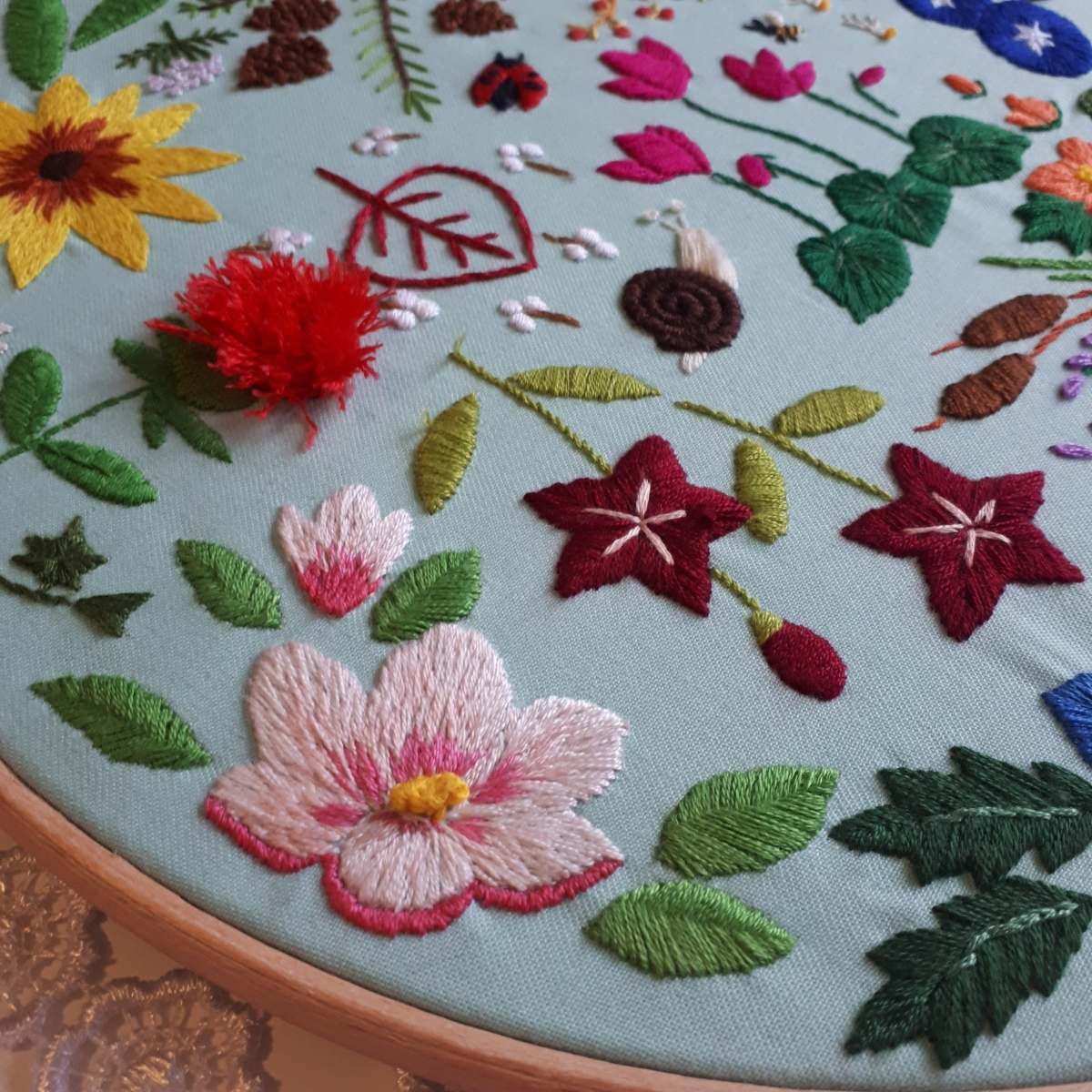Book review- The hand stitched flower garden by YukiSugashima