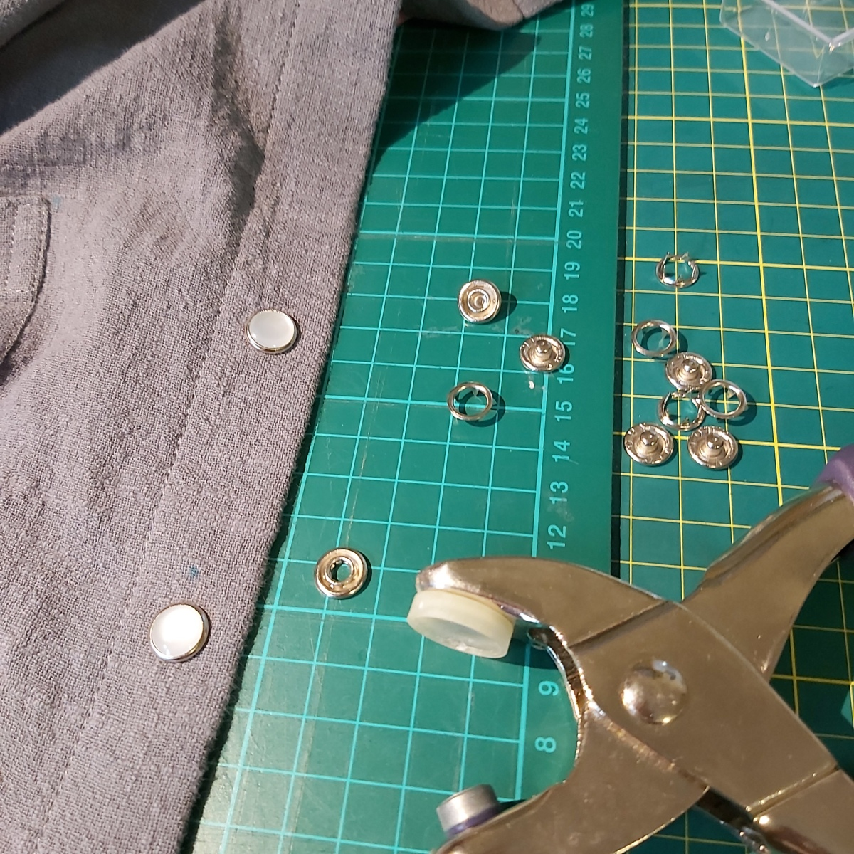 How to attach pearl snaps
