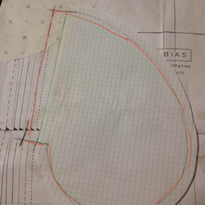 red -pocket facing, green-pocket lining
